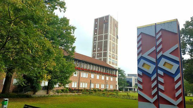 Das Rathaus Kornwestheims mit seinem markanten Turm
