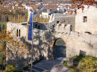 Muehlacker_Burg-mit-Fahne